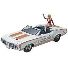 Revell 1/25 1972 Oldsmobile  Indy Pace Car with Linda Vaughn Figure 854197