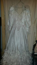 VINTAGE RETRO ? LOVELY WEDDING DRESS PUFF SLEEVE FLOUNCY SEQUINS BEADS TRAIN 30