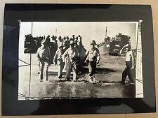 ww2 photo press U.S. general Macarthur returns to Luzon island     A48