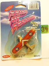 TAK - A - TOY SKIES OF FREEDOM FLYING ACE WW1 BIPLANE PT - 17 BOEING - US