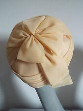 Cappello VINTAGE ANNI 1950 Crema tulle a forma di turbante Cloche con fiocco sul retro