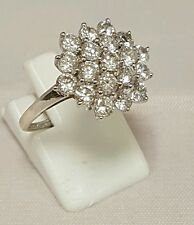 (1)BEAUTIFUL LADIES 9CT WHITE GOLD CUBIC ZIRCONIA CLUSTER DRESS RING