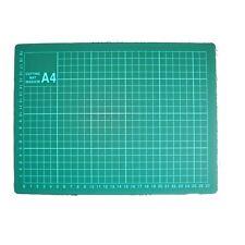 Schneidunterlage  -  Schneidematte   -  DIN A4  -  Grün - mit Raster