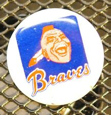 "VINTAGE 1"" ATLANTA BRAVES CREATIVE HOUSE PIN / PIN BACK - MINT NOS"