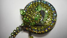 BEAUTIFUL OLD CAT PIN / BROOCH METAL GREEN AB CRYSTAL WITH LONG TAIL