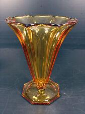 Vase tcheque Art Déco STOLZLE en verre ambre, par Hermanova