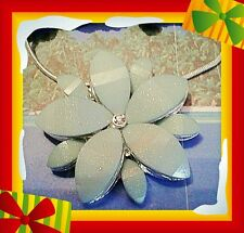 Ladies turquoise flower shaped pendant on smooth neck chain and reflective stone