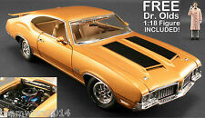 ACME 1970 OLDSMOBILE 442 HOLIDAY COUPE DIECAST CAR 1:18 1805604 & DR OLDS FIGURE