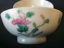 Chine coupelles porcelaine aux émaux décors floral bambous signée noeud sans fin