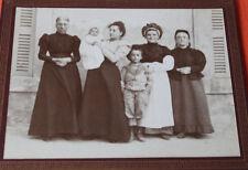 Photographie ancienne Famille bourgeoise et servante Bonne coiffe Costume mode