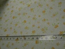 blassgelbe Blümchen auf cremeweiß--TAPETE,ideal für PUPPENSTUBE 1 Bogen:30x53cm