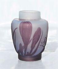 1905-1910 Beau Petit Vase Emile Gallé en Pâte de Verre Gravé Epoque Art Nouveau.