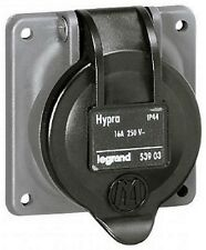 LEGRAND 053903 - Socle tableau Hypra - IP44 - 16A - 250 v~ - 2P+T - brochage dom
