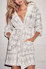 New~Victoria's Secret The Cozy Short Hooded Plush Robe Snow White Gray Print S