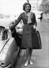 Photo originale Ingrid Bergman automobile Citroën DS aéroport Paris