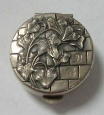 OUTSTANDING VINTAGE STERLING SILVER IVY ON WALL DESIGN PILLBOX