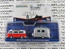GREENLIGHT 1:64 Hitch & Tow V-Dub 1974 VOLKSWAGEN TYPE 2 BUS & Airstream Bambi