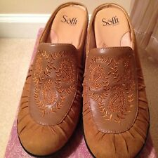 Sofft woman's slip on shoes size 10