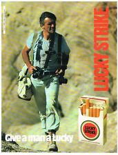 PUBLICITE ADVERTISING   1982    LUCKY STRIKE   cigarettes  GIVE A MAN A LUCKY...