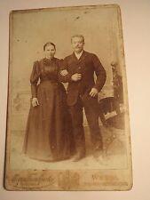 Wesel - stehendes Paar - Mann & Frau - Portrait / KAB