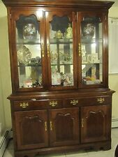 Thomasville Queen Anne Style Hutch / China Cabinet