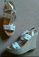 GUESS WHITE LASER CUT STUDDED STRAPPY LEATHER WEDGE HIGH HEEL SHOES SIZE 7 VGC