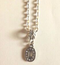 collier chaine argenté 46 cm avec pendentif lettre strass O