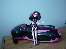 Monster high draculaura voiture et poupée sweet 1600 roadster voiture