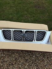 NEW GENUINE SUBARU FORESTER FRONT GRILL FOR 2001-2 IN WHITE AND CHROME