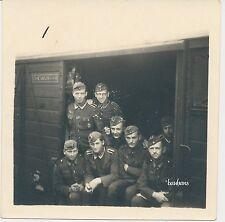 Foto Frankreich Eisenbahnwaggon-Soldaten-Schild  2.WK  (M992)