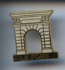 RARE PINS PIN'S .. TOURISME LE FORT PORTE ENET ROCHEFORT 17  ~2A