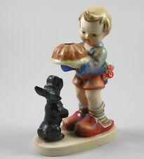 Hummelfigur Mädchen mit Kuchen und Hund ~1935 Höhe 14cm