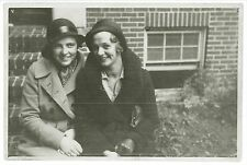 AFFECTIONATE, PRETTY YOUNG GIRLS IN HATS – PHOTO – HARTFORD – Lesbian Interest
