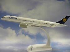 Limox Wings Snap Fit 1:250 Airbus A350-900 Lufthansa LX025 + Herpa Wings Katalog