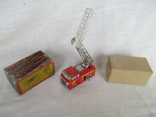 Mechanical Wind Up Tin YONE Japan LADDER SELF EXTEND FIRE ENGINE EMERGENCY TRUCK