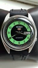 UNUSUAL VINTAGE MENS SEIKO 5 AUTOMATIC DAY DATE LIME GREEN IRIS DIAL 7S26-3160