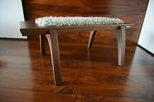Minimaliste acajou bois indoor bench-rembourré gotland en peau de mouton tapis - 1