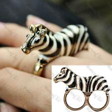 Quirky 3d Zebra con dos dedos Anillo black&white Esmalte Zoo Animal Vintage Gold Tone