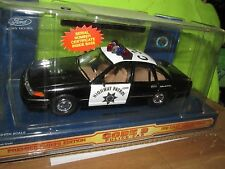 California HIGHWAY PATROL STATE TROOPER FORD CROWN VICTORIA code 3 w/ PATCH 1/24