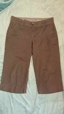 DOCKERS 3/4 Lady's Shorts Size: W 32 GOOD Condition