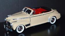 Eagles Race 1/18 Universal Hobbies 1941 Chevrolet Deluxe Convertible 43500 Cream