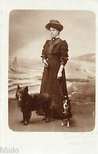 BL985 Carte Photo vintage card RPPC femme chien dog plage Heyst sur Mer studio
