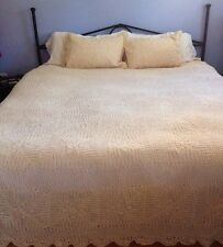 """Vtg Hand Crocheted Lace Huge King Bedspread Cover 132"""" x 118"""" + 2 Shams NEW"""