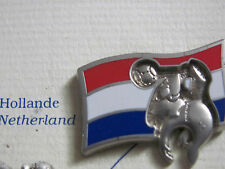 "PIN'S /PINS / BADGE FOOTBALL WORLD CUP FRANCE 98 "" HOLLANDE "" ARTHUS BERTRAND"