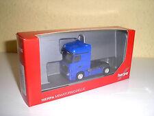 Mercedes Actros Bigspace Zugmaschine ultramarinblau in 1:87 von Herpa 159500-006