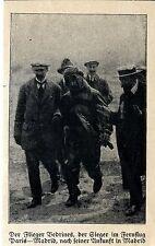 Alte Adler:Vedrines der Sieger im Fernflug Paris-Madrid nach seiner Ankunft 1912