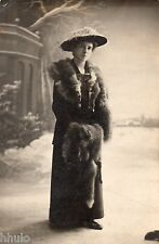 BD852 Carte Photo vintage card RPPC Femme woman mode fashion neige fourrure hat