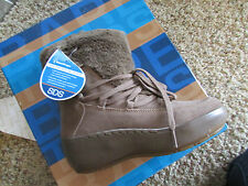 NEW BARETRAPS STAY DRY FLURRY LEATHER BOOTS WOMENS 7.5  SUEDE FREE SHIP