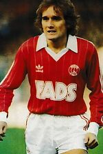 Football Photo ALLAN SIMONSEN Charlton Athletic 1982-83