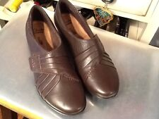EUC CLARKS soft COLLECTIONS LOAFERS  SLIP-ON SHOES BROWN LEATHER WOMENS SIZE 8 M